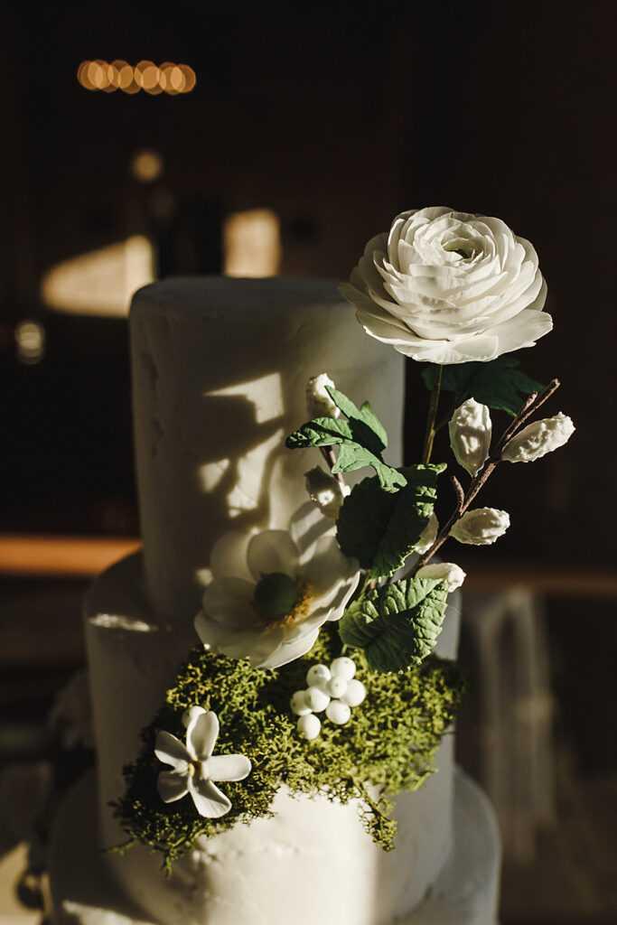 sustainable weddings, wedding cake, charlotte wilcox cake design, yorkshire weddings, yorkshire wedding venue, wedding barn
